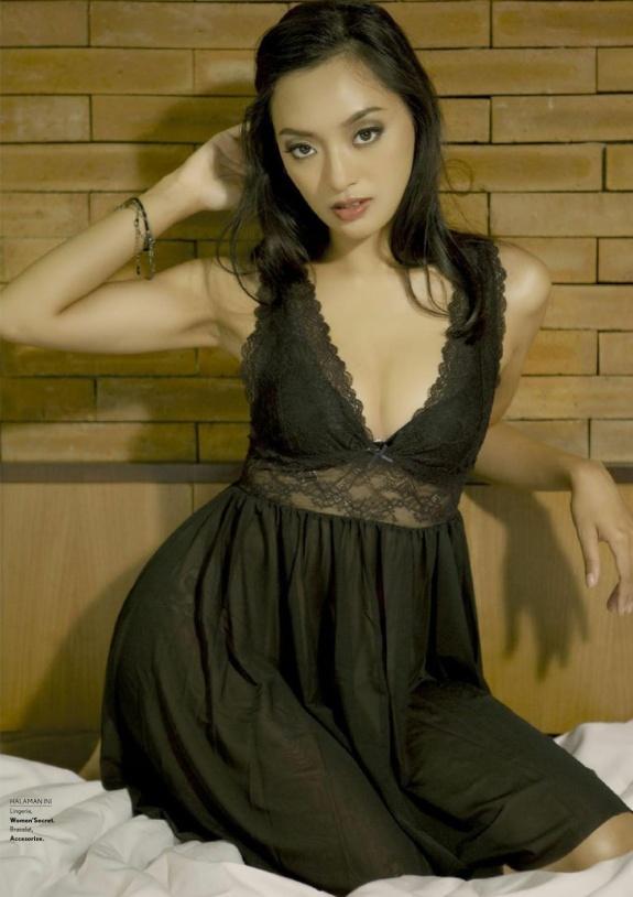 Asmara Abigail, MAXIM Indonesia Januari 2017