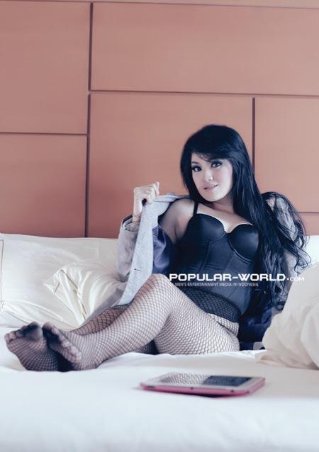 Hot Photo Baby Juwita Dengan Lingerie Hitam